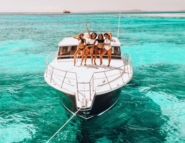 Petrecere pe Yacht
